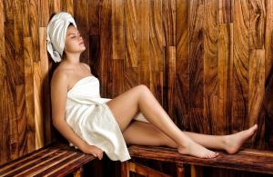 Cabine Sauna avec poêle sous banquette | Tylo | Bien-être