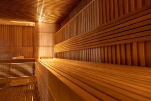 Cabine sauna avec poêle sous banquette   Tylo